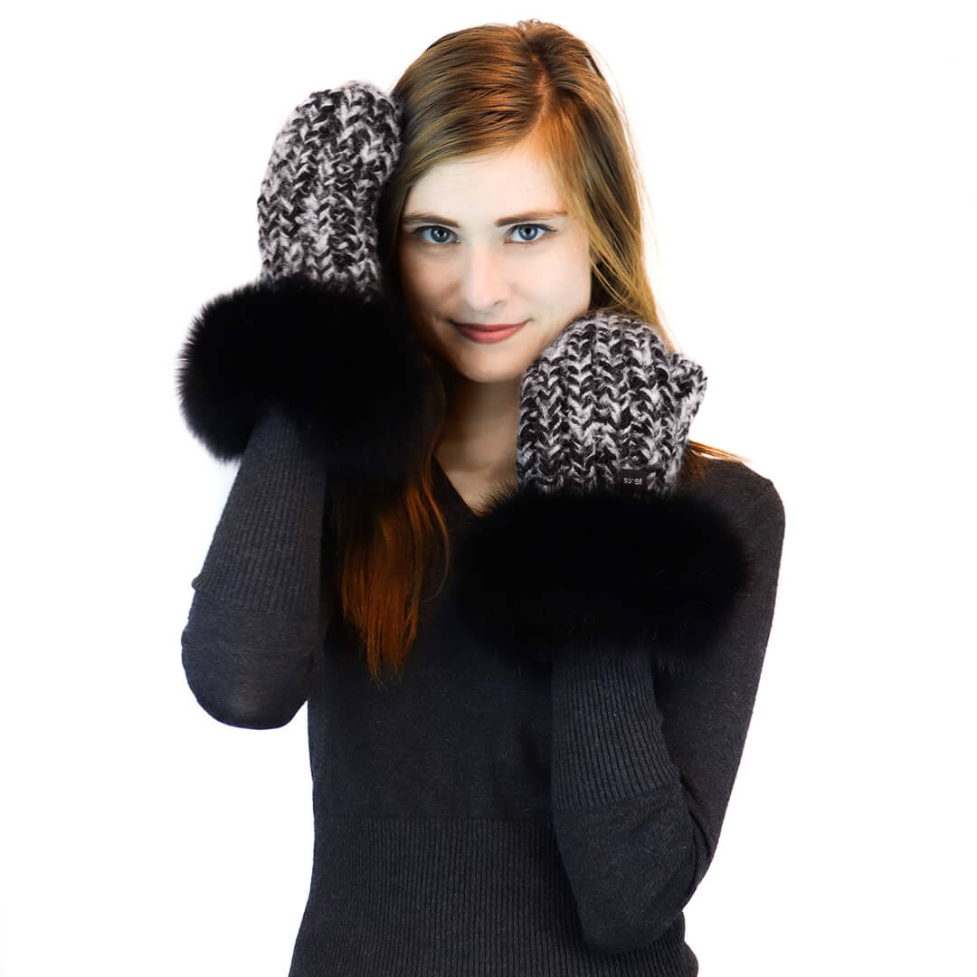 Chunky knit mittens with fox fur trim